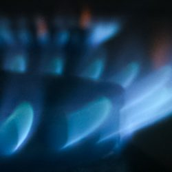 [雑学] 瞬間湯沸かし器はどうやって水をすぐにお湯に変えているのか?